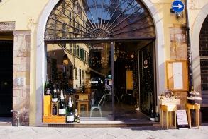 Toskana_Lucca_Champagner Shop - 1