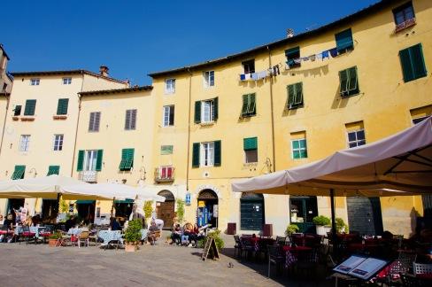Toskana_Lucca_Piazza dell'Anfiteatro - 1