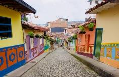Kolumbien_Guatape_Häuser - 1