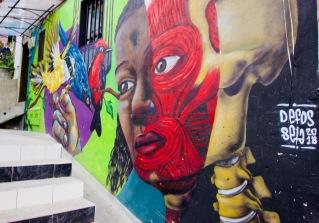Kolumbien_Medellin_Comuna13_Streetart_Skelett - 1