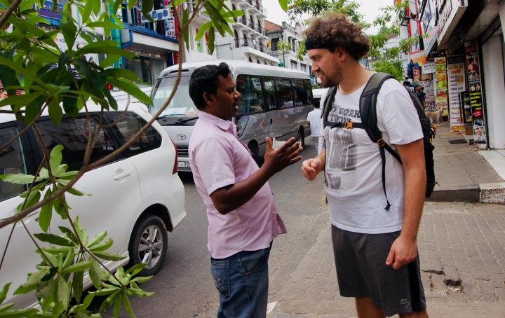Sri Lanka_Kandy_Gespräch - 1