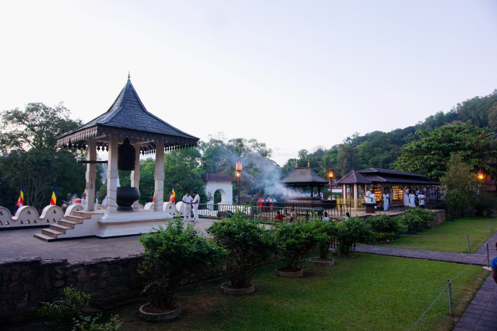 Sri Lanka_Kandy_Zahntempel2 - 1
